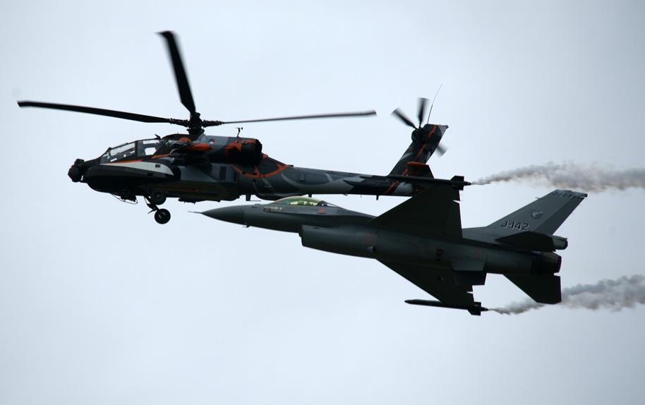 Royal Netherlands Air Force AH-64D Q-17 and F-16A J-142 Solo Displays