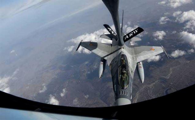 KC-135 refeuling Romanian F-16